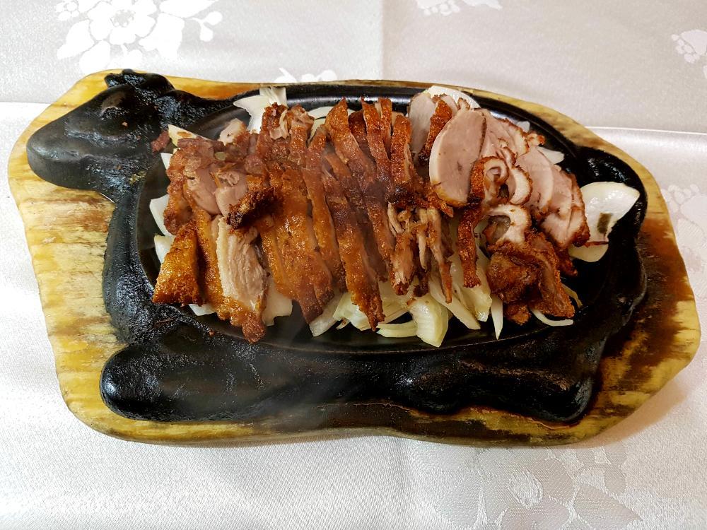 Pato sobre bandeja quemada gran pekin ourense