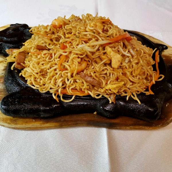 Tallarines en bandeja quemada gran pekin ourense